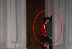 Merdivende öpüştüler