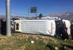 Midibüsle otomobil çarpıştı Çok sayıda yaralı var