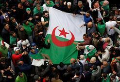 Cezayirin zenginlerine gözaltı, eski başbakana mahkeme celbi