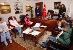 Bakan Dönmez, koltuğunu ilkokul öğrencisi Mustafaya devretti
