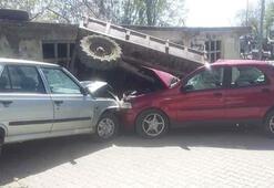 İnanılmaz kaza 1 traktör, 2 otomobil...