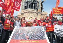 Taksim anıtına izinli çelenk
