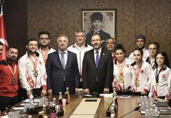 Bakan Kasapoğlu, milli haltercileri kabul etti