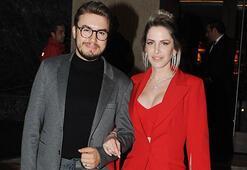 Mustafa Ceceliyi eşi giydiriyor