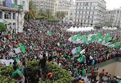Cezayirde Buteflika rejiminin temsilcileri protesto edildi