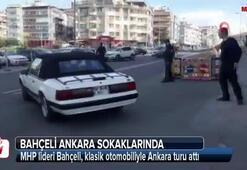 Bahçeli, klasik otomobiliyle Ankara sokaklarında