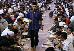 Endonezyada ilk iftar heyecanı