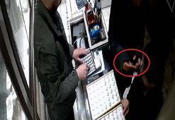 İki kadın iş başında Kameraya yakalanınca...