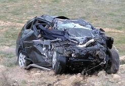 Çok feci kaza Aracın içinde sıkışarak hayatların kaybettiler