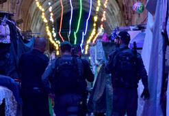 İsrail polisinden Mescid-i Aksaya gece baskını