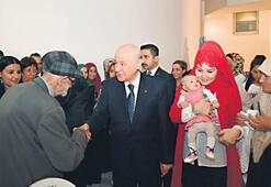 MHP lideri Bahçeli, ülkücü anneleriyle iftarda buluştu