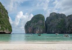 Taylandta dünyaca ünlü plaj kapatılıyor