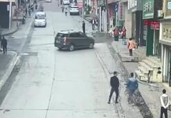 El freni çekilmeyen araç sokağı birbirine kattı