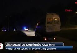 Göçmenleri taşıyan minibüs direğe çarptı