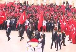 Bakan Kasapoğlu Anıtkabirde törene katıldı