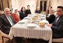 Binali Yıldırım, Twitterdan davet ettiği aileyle iftar yaptı
