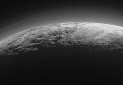 Plutoda bir yüzey-altı okyanusu olabileceği ileri sürüldü