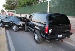 Lüks cip ile otomobil çarpıştı Sürücüler arabaları bırakıp kavga etti