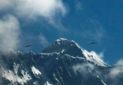Everestte bir ölüm daha