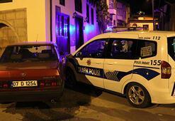 Alkollü sürücü polis otosuna çarptı