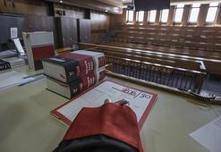 Avukatın etek boyuna tepki gösteren hakim görevden alındı