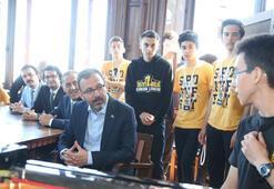Bakan Kasapoğlu, spor şöleninde öğrencilerle buluştu
