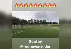 Rodney Sneijder frikikten avladı