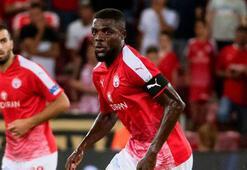 John Ogudan Trabzonspor formasıyla poz