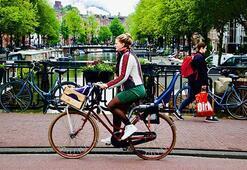 Hollandada halk bisikletle çocuk yaşta tanışıyor