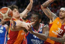 Galatasarayı yenen Anadolu Efes finale yükseldi