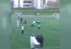 Amatör maçta İlhan Mansız çalımıyla gol