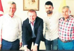 Menemen'de Ercan imzaladı