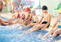 Bornova'da yüzme keyfi