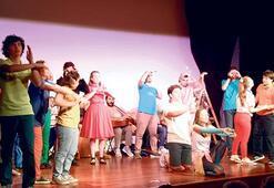 Otizmli gençler tiyatro sahnesinde