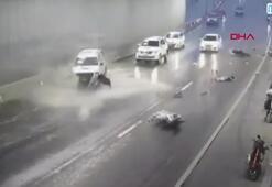 Yağmur sebebiyle sığındıkları tünelde cip çarptı