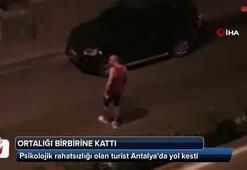 Psikolojik rahatsızlığı olan turist Antalyada yol kesti
