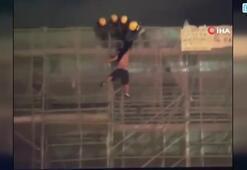 Pankart asarken ölen göstericinin düşme anı kamerada
