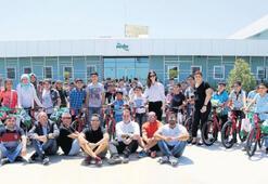 Pınar'ın desteğiyle 100 çocuğa bisiklet