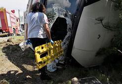 Öğretmenleri taşıyan midibüs devrildi: 17 yaralı