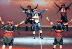 Halk dansları gecesi izleyicileri büyüledi