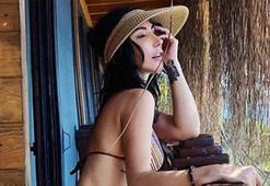 Hande Yenerden bikinili poz