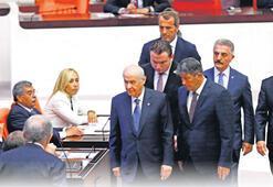 Bahçeli'den partisinin milletvekillerine tebrik