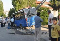 İçindeki yolcularla birlikte... Ankarada korkunç kaza