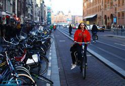 Hollandada bisiklette cep telefonu yasaklandı