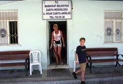 Belçikalı turist dilenci kadını zabıtaya teslim etti