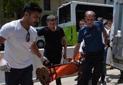 Adana Adliyesi önünde bıçaklı kavga: 3 yaralı