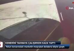 Emniyet kemerini takmaya çalışırken kaza yapan sürücü kamerada