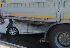 Feci kaza Otomobil TIRın altına girdi