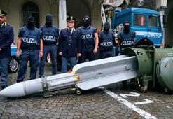 Dünya şokta İtalyadaki havalimanında füze bulundu