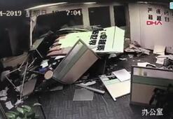 Fren yerine gaza basan kadın sürücü ofise daldı